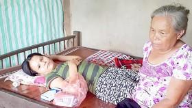 Bà Thìn chăm sóc con gái là Võ Thị Hoàn