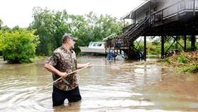 Mưa lớn gây lụt ở Louisiana (Mỹ) hôm 15-7. Ảnh: New York Times