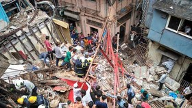 Hiện trường vụ sập nhà ngày 16-7 ở thủ đô Mumbai (Ấn Độ). Ảnh: Twitter