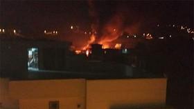 Máy bay quân sự của Pakistan rơi xuống khu dân cư gần TP Rawalpindi. Ảnh: Dunya News