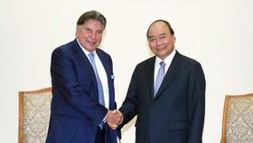 Thủ tướng Nguyễn Xuân Phúc tiếp Chủ tịch Tập đoàn TTI Horst Julius Pudwill - doanh nghiệp sản xuất thiết bị điện công nghiệp không dây hàng đầu thế giới. Ảnh: TTXVN