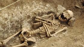 Quách đá niên đại 1.400 năm, chứa bộ xương của phụ nữ thuộc triều đại Merovingian vừa được phát hiện. Ảnh: tellerreport.com