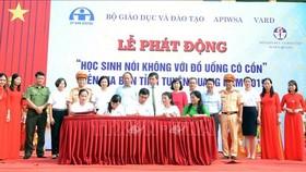 Đại diện các trường THPT trên địa bàn tỉnh Tuyên Quang ký kết với Bộ Giáo dục và Đào tạo, Ủy ban ATGT Quốc gia về tăng cường công tác tuyên truyền, giáo dục pháp luật về nồng độ cồn cho học sinh