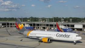 Máy bay chuyển hướng vì cà phê đổ