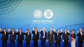 Prime Minister Nguyễn Xuân Phúc (fourth from right) together with leaders of other ASEAN nations and Australian Prime Minister Malcolm Turnbull attend the ASEAN-Australia Special Summit in Sydney. — VNA/VNS Photo Thống Nhất