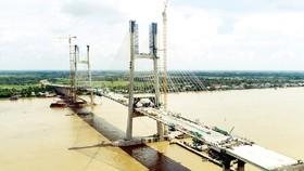 Cầu Cao Lãnh vừa được hợp long vào đầu tháng 9-2017