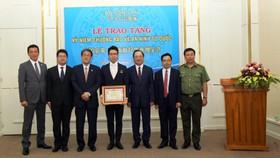 Tặng Kỷ niệm chương cho ông Hatano Toru, Tùy viên cảnh sát Nhật Bản tại Việt Nam