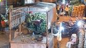 """Đình chỉ công việc nhiều nhân viên trong """"nghi án"""" bảo kê tại chợ Long Biên"""