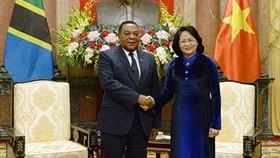 Việt Nam coi trọng phát triển quan hệ nhiều mặt với Tanzania