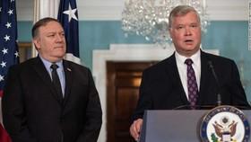 Đặc phái viên Mỹ về Triều Tiên Stephen Biegun (phải) và Ngoại trưởng Mike Pompeo tại trụ sở Bộ Ngoại giao Mỹ