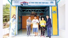 Tôn Zacs và đại lý ủy quyền trao tặng 50 ngôi nhà thép cho người lao động nghèo