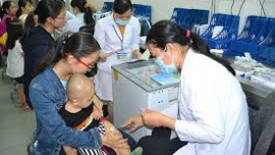 Trẻ được tiêm chủng vaccine đang giảm