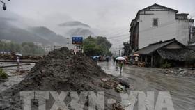 Lở bùn sau mưa lớn tại khu tự trị thuộc tỉnh Tứ Xuyên, Trung Quốc ngày 21/8/2019. Ảnh: THX/TTXVN