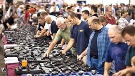 Triển lãm súng đạn tại Chantilly, Virginia, Mỹ