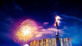 Choáng ngợp màn pháo hoa mãn nhãn từ tòa tháp cao nhất Đông Nam Á