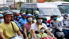 Người dân tấp nập trở lại TPHCM sau kỳ nghỉ lễ