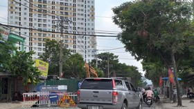 Công trình dựng lô cốt rào chắn ngay trước cổng bệnh viện