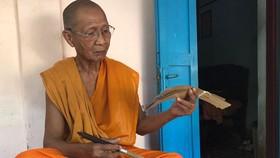 Đi tìm truyền nhân viết kinh Phật trên lá buông