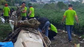 Tổng vệ sinh tại một số điểm kênh Tham Lương -  Bến Cát - rạch Nước Lên