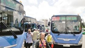 Bị dọa ngưng cấp khí CNG, xe buýt điêu đứng
