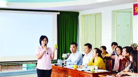 """Tổ chức lớp """"Nghệ thuật thuyết trình - Nâng cao tinh thần trách nhiệm trong công việc"""" cho CB-CNV"""