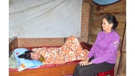 Cô giáo nằm liệt giường vì tai biến