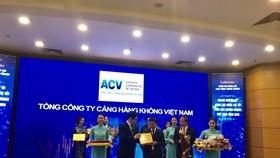 """Tổng công ty Cảng hàng không Việt Nam – CTCP (ACV) nhận chứng nhận đạt """"Top 10 Doanh nghiệp có năng lực quản trị tài chính tốt nhất ngành hạ tầng trên sàn chứng khoán Việt Nam năm 2018"""""""
