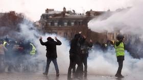 Tổng thống Pháp đề xuất đối thoại với dân