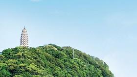 Đền thờ Bác Hồ - Linh thiêng trên đỉnh núi Vua