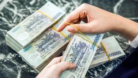 Cần có những giải pháp và sự phối hợp đồng bộ mới hướng người dân bỏ thói quen sử dụng tiền mặt.