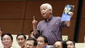 """Đại biểu Dương Trung Quốc: Nếu thông qua """"luật rượu bia"""" thì... thôi xem bóng đá"""