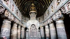 Hang động Phật giáo 2.200 năm tuổi trong rừng sâu