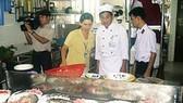 Kiểm tra cơ sở cung cấp suất ăn công nghiệp và bếp ăn tập thể