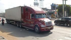 Xử phạt nghiêm, ngăn sự cố xe container