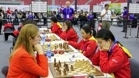 Nữ Việt Nam (phải) trong trận  thắng Thổ Nhĩ Kỳ  3-1 tại Olympiad 2016