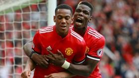 Anthony Martial (trái) và Paul Pogba đều đang chấn thương,