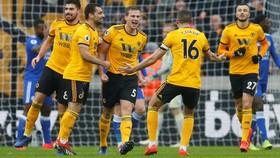 Wolves - Leicester City 4-3: Bầy sói nhấn chìm loài cáo