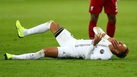 Neymar  sẽ bỏ lỡ 2 cuộc hẹn với Man United ở Champions League.