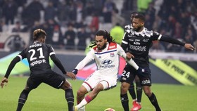 Lyon nguy cơ mất 3 trụ cột trận gặp Barcelona