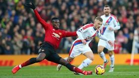 Paul Pogba đối mặt với Crystal Palace