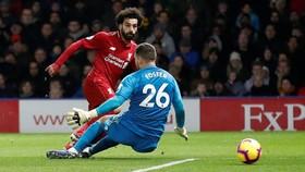 Mo Salah đi bóng trước Watford