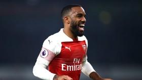 Tiền đạo Alexandre Lacazette sẽ lập công cho Arsenal.