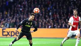 Pha ghi bàn đẹp như mơ của Ronaldoi