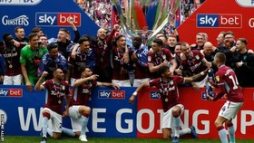 Thắng Derby County 2-1, Aston Villa ẵm tiền, thăng hạng