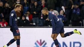 Neymar và Kylian Mbappe trong đội hình PSG