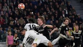 Cristiano Ronaldo và De Ligt (Ajax)