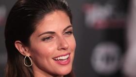 Nữ diễn viên Peru xinh đẹp hứa trao nụ hôn cho người hùng thắng trận Chilê