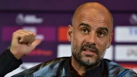 Pep Guardiola hy vọng Man City mua được trung vệ mới