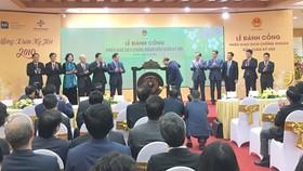 Thủ tướng Nguyễn Xuân Phúc đánh cồng mở cửa thị trường.