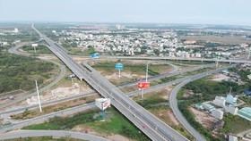 Khu vực giao nhau giữa đường Vành đai 2 và đường cao tốc TPHCM - Long Thành - Dầu Giây. Ảnh: CAO THĂNG